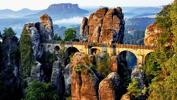 Skalní hrad Neurathen a vyhlídka Basteibrücke