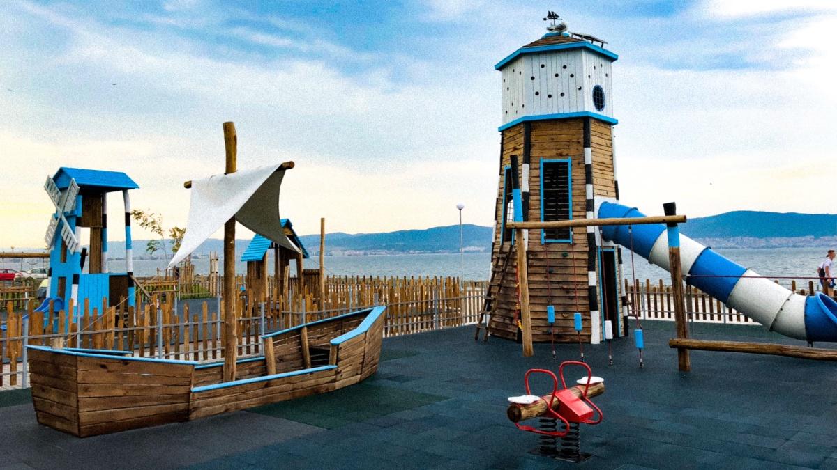Námořnické dětské hřiště v Nesebaru