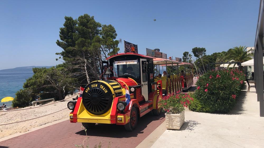 Pobřežní procházka do Makarské a zpátky autovláčkem